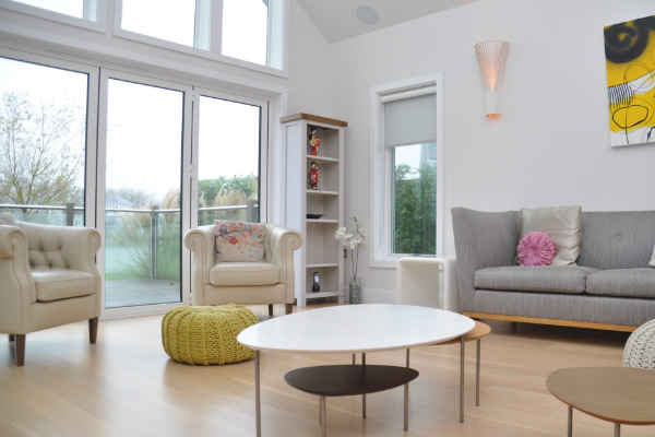Holiday rental on one of the quieter lakes within the Cotswold Water Park. Whilst you can enjoy the peace and tranquillity of the lake you are also able to take full advantage of what the Cotswold Water Park has to offer where you can roam amongst the variety of lakes, take part in a variety of watersports or just relax in the beautiful Cotswold countryside.
